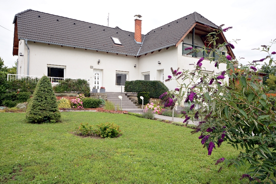 Large house for sale close to Héviz