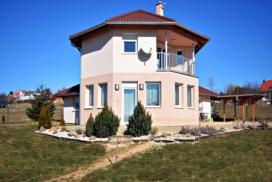 Three bedroom house for sale close to Keszthely
