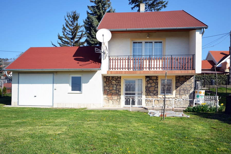 Maintained property ideal for summer house, designated at the land registry as residential house on the north shore of Lake Balaton