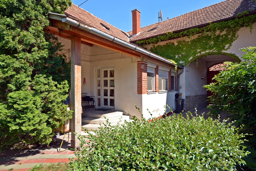 For sale is Maintained bourgeois house in a little historic town